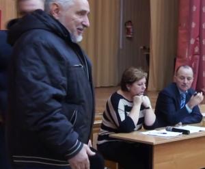 Депутат Олег Чернов говорит слово